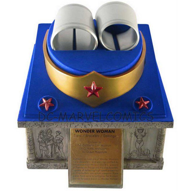 WONDER WOMAN Tiara, Bracelets and Earings Prop Replica (DC Direct)